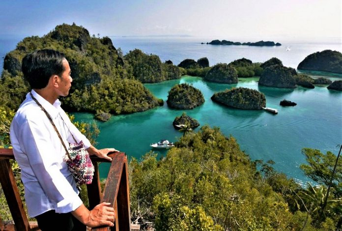 Jokowi di Pulau Pianemo Raja Ampat