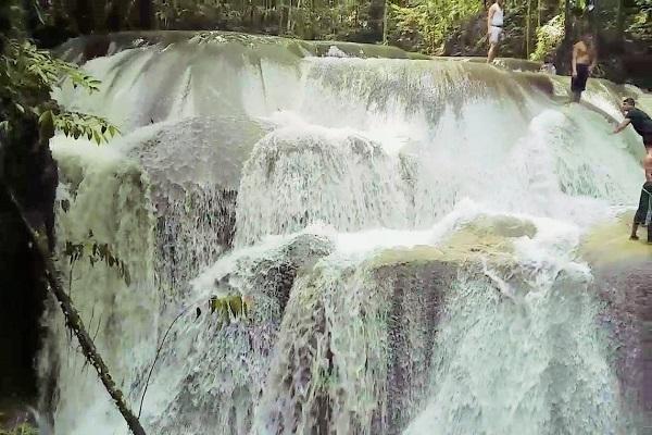 Maluku, Air Terjun Lumoli