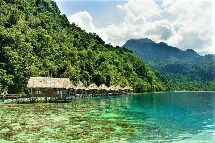 Maluku, Ora Beach Resort