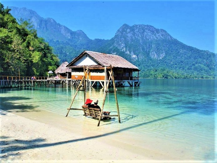 Maluku, Pantai Ora