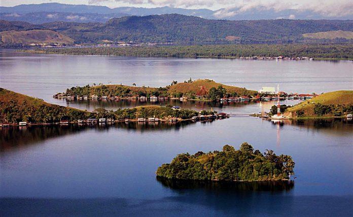 Papua, Danau Sentani
