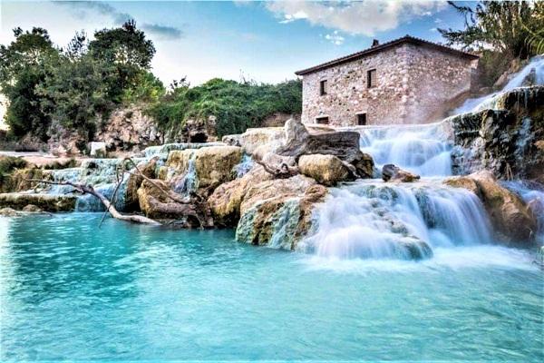 Italia, Cascate del Mulino