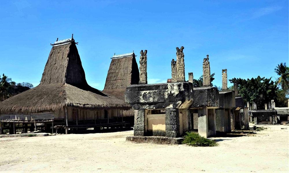 Desa Praiyawang, Peninggalan Kerajaan Tertua di Tanah Marapu ...
