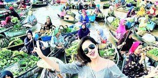 Wisata Pasar Terapung Indonesia Traveler