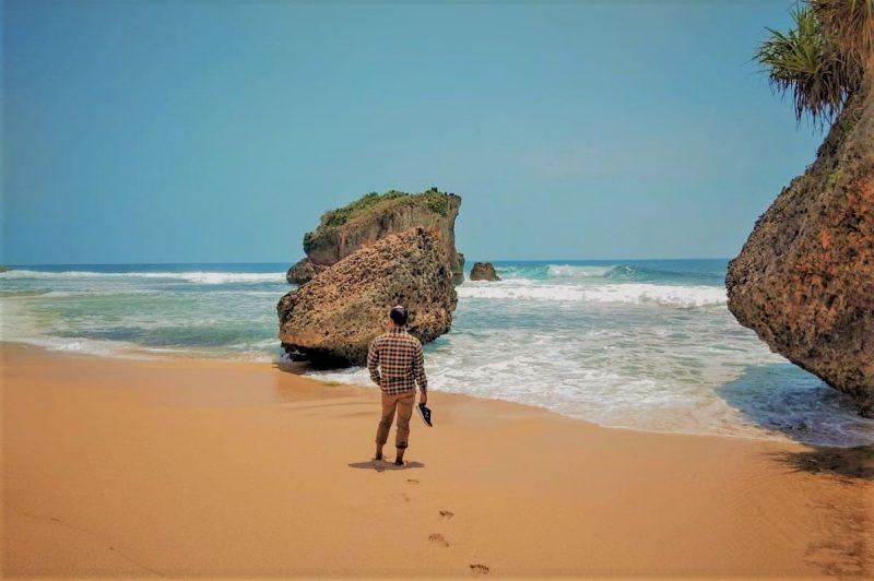 Pantai Ngrawe Gunungkidul