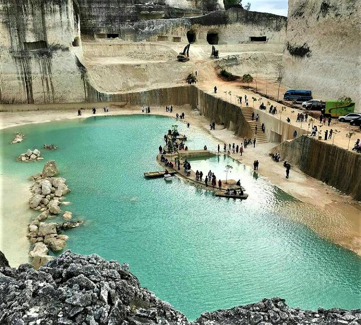 Danau Biru Bukit Jaddih