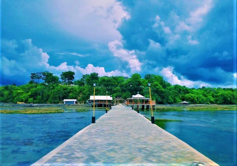 Pantai Mombhul