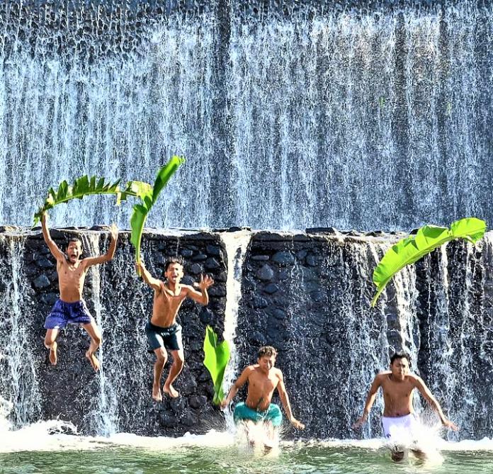 Spot Foto Seru di Air Terjun Tukad Unda, Bali