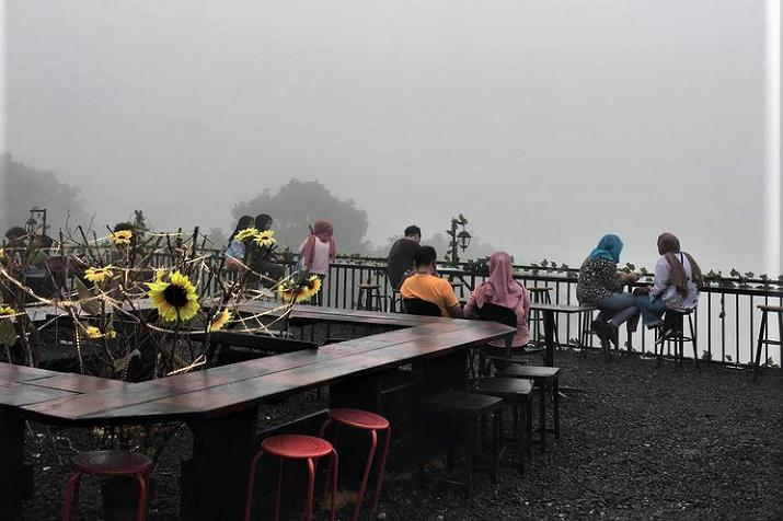 Coffee Resign, Tongkrongan Seru dengan Nuansa Romantis Alam Pegunungan