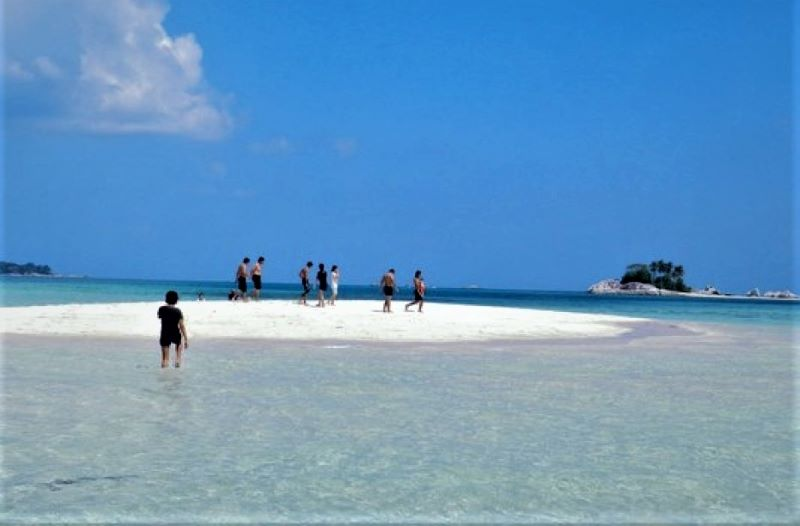 Uniknya Pulau Pasir Belitung