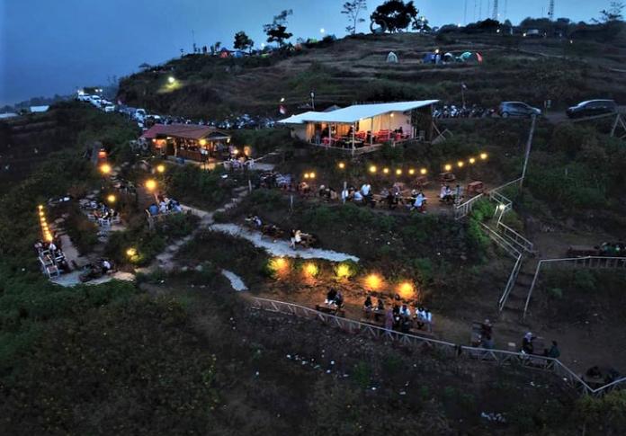 Menikmati Kopi dan Sunset di Waja Kopi, Kaki Gunung Ciremai
