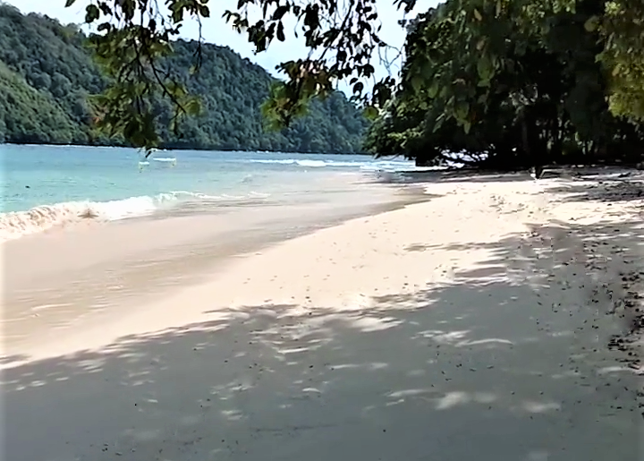 Teluk Kiluan, Salah Satu Surga Tersembunyi di Lampung