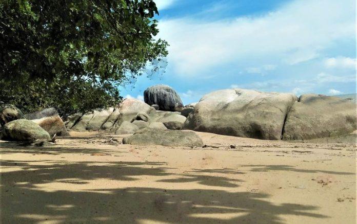 Wisata Pantai Tanjung Labun, Sensasi Keindahannya Begitu Memukau