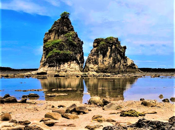 Keunikan dan Mitos Sejarah Pantai Tanjung Layar