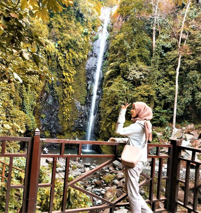 Menikmati Wisata di Air Terjun Kakek Bodo, Pasuruan