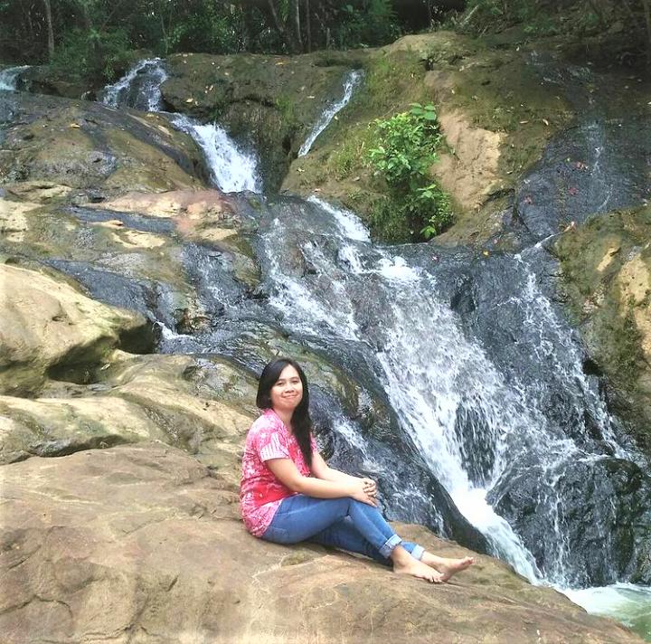 Menikmati Keseruan di Air Terjun Pinang Seribu
