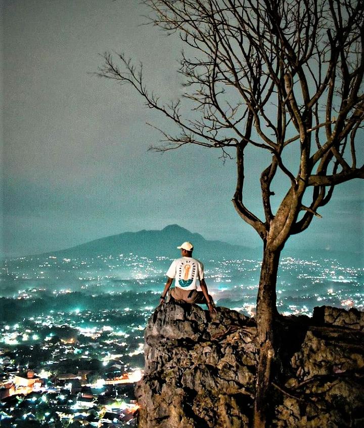 Pesona Gunung Kapur Ciampea Yang Penuh Daya Pikat