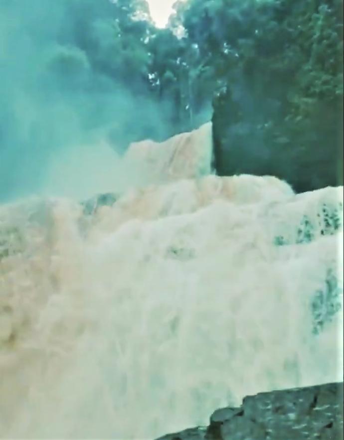 Air Terjun Kosan Tinggang, Surga Tersembunyi di Kampung Nyaribungan