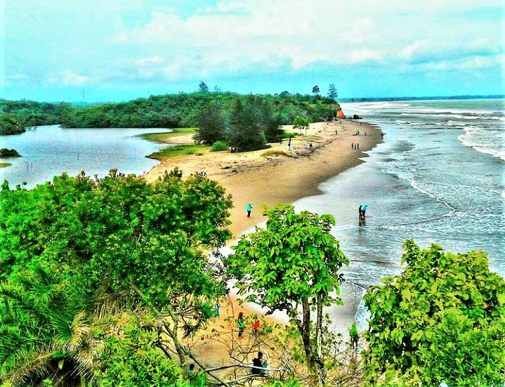 Pantai Padang Betuah nan Eksotis